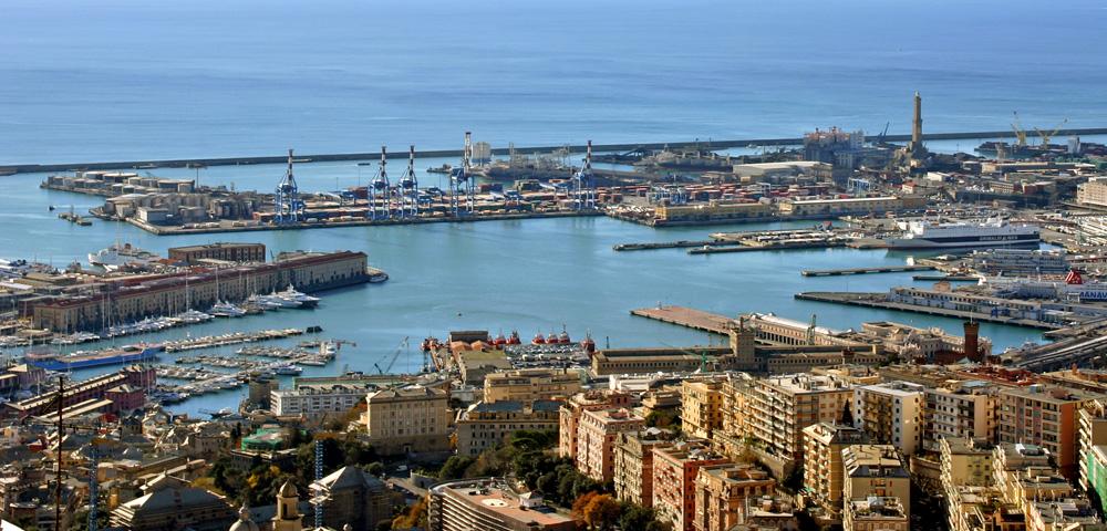 Genova_panorama_Porto_Antico.jpg